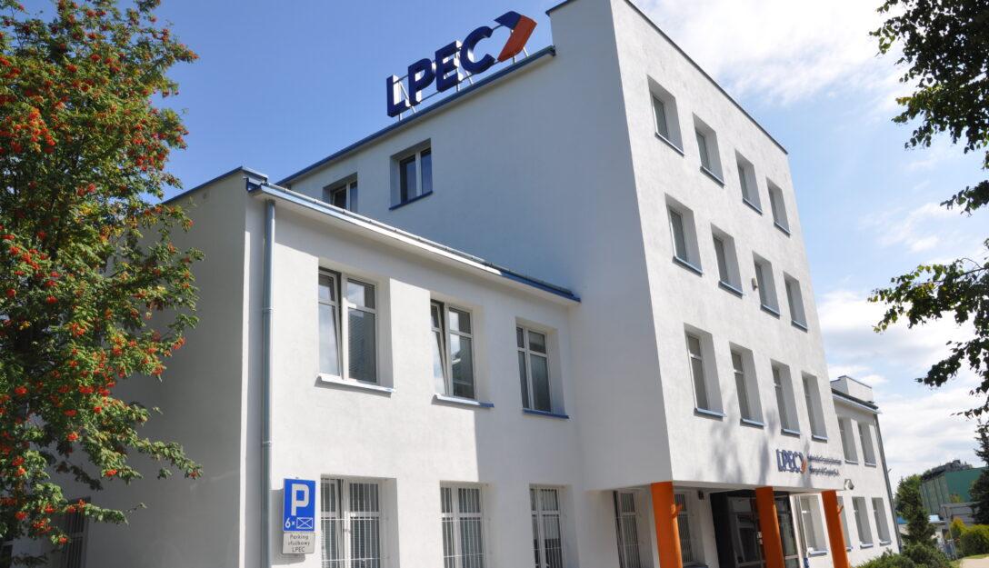 Zdjęcie przedstawia siedziba LPEC S.A. przy ul. Puławskiej