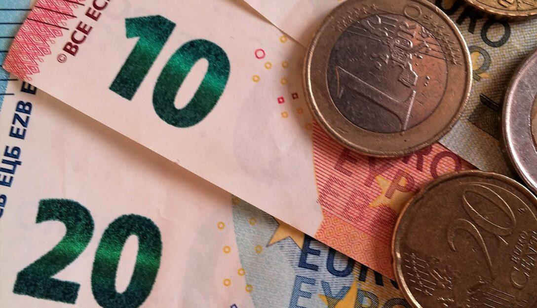 Zdjęcie przedstawia pieniądze